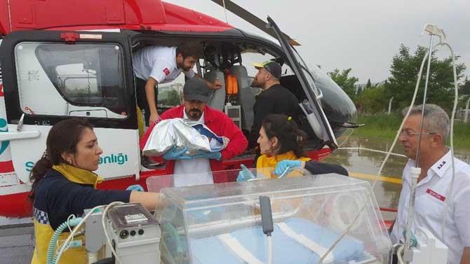 Ambulans helikopter yeni doğan bebek için havalandı