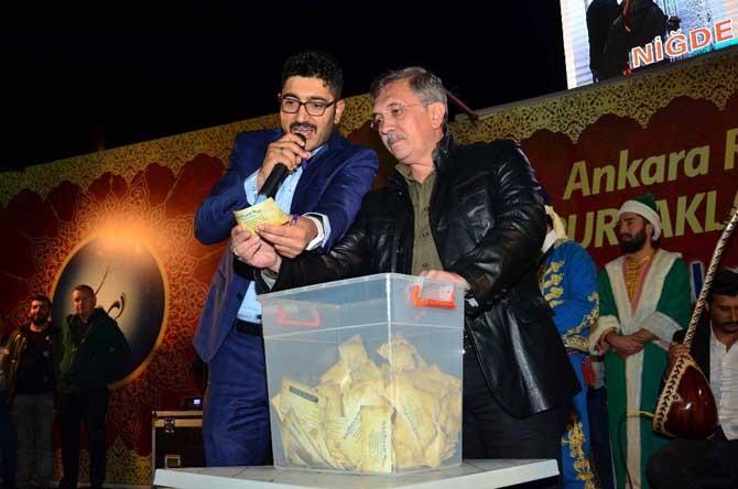 Pursaklar Belediyesi 10 kişiye Umre hediye etti