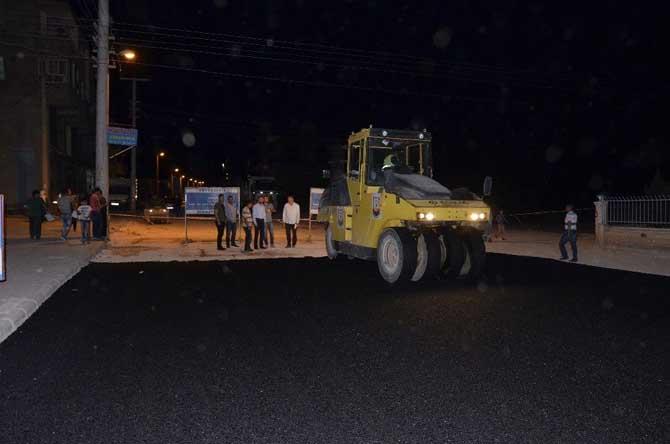 Siverek'te asfalt çalışmaları gecede sürüyor