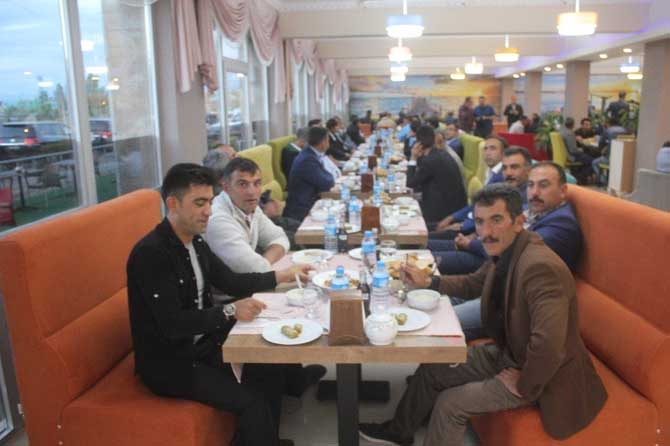 Vali Işın korucularla iftar yaptı