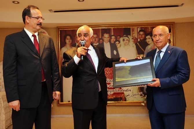 Başkan Yaşar, Karslılarla iftar yaptı