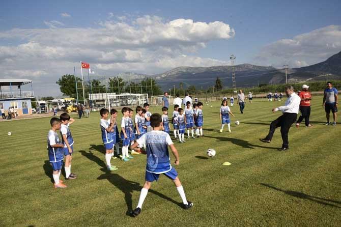 Başkan Çerçi, minik futbolcularla buluştu