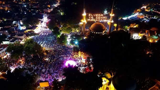 Eyüp Sultan'daki Kadir Gecesi coşkusu havadan görüntülendi