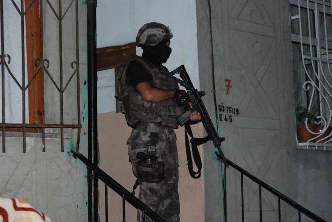 Gaziosmanpaşa'da helikopter destekli uyuşturucu operasyonu