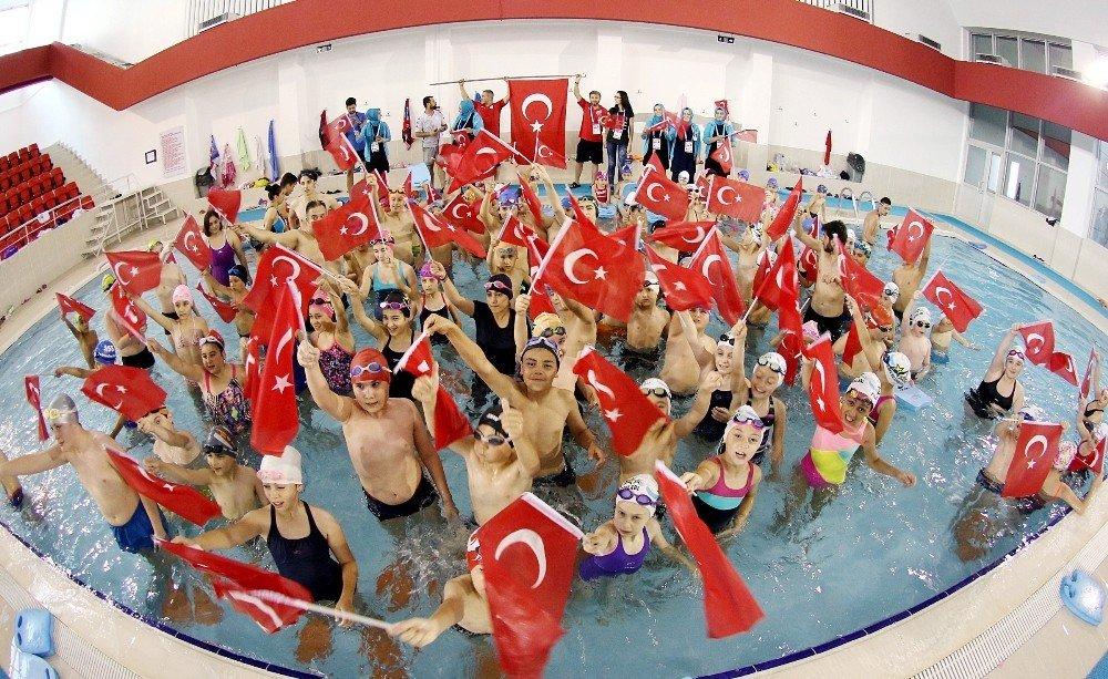 Samsun'da minik kulaçlar, 15 Temmuz şehitlerini unutmadı