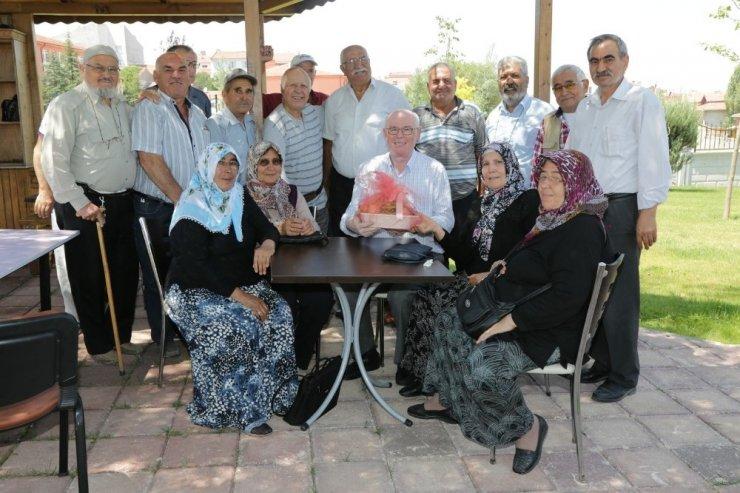 Başkan Kurt, Koca Çınar Yaşam Merkezi müdavimlerinin misafiri oldu