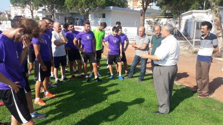 Başkan Uysal futbolcuları ilk antrenmanında yalnız bırakmadı
