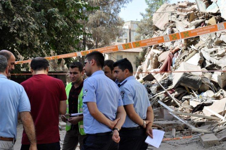 Diyarbakır'da tahliye edilen binalarda hasar tespit çalışmaları başladı