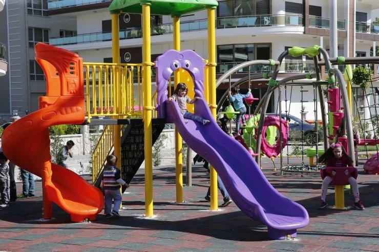 Çiğli Belediyesi kentteki parkları yeniliyor