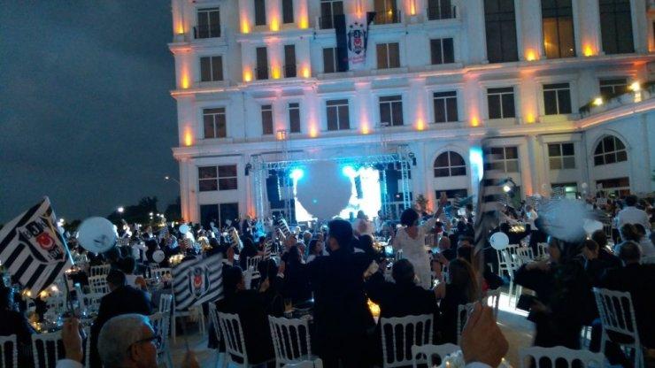 Beşiktaşlılar şampiyonluğu kutladı