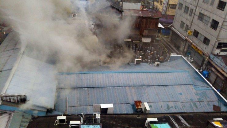 Japonya'da ünlü Tsukiji balık pazarında yangın