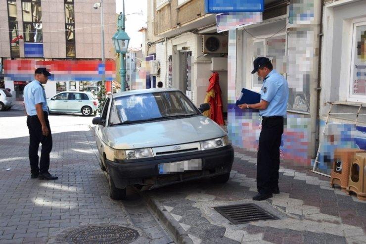 Süleymanpaşa'da kaldırımlara park eden araçlara işlem yapılıyor