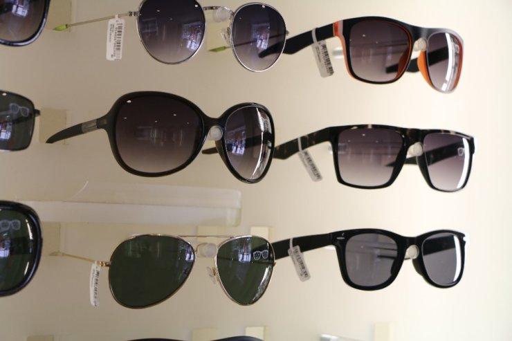 Güneş gözlüğü alımında öncelik moda değil sağlık