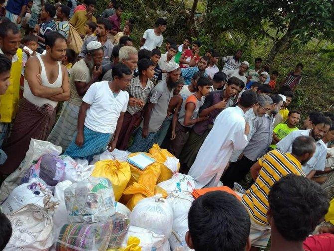 Rohingyalı Müslümanlar, kamplara yeterli yemek gelmediği için aç kalıyor