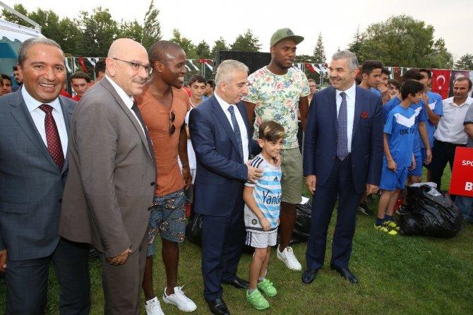 Büyükşehir sporu ve sporcuyu destekliyor