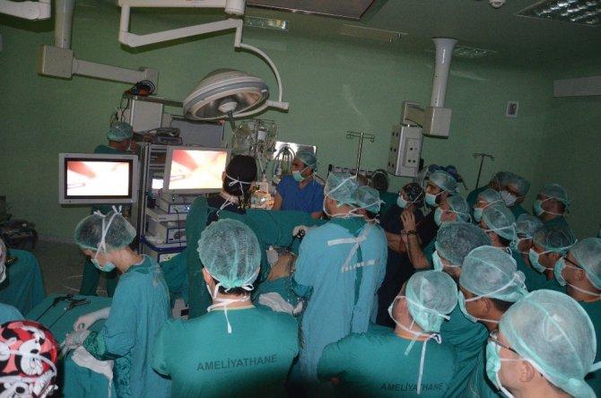 Sempozyumda canlı metabolik cerrahi ameliyatı