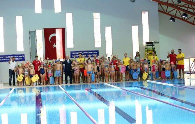 Yüzme kurslarına coşkulu final