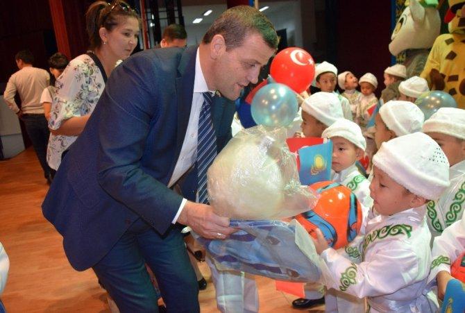 Ahmet Yesevi Üniversitesi 50 çocuğu sünnet ettirdi