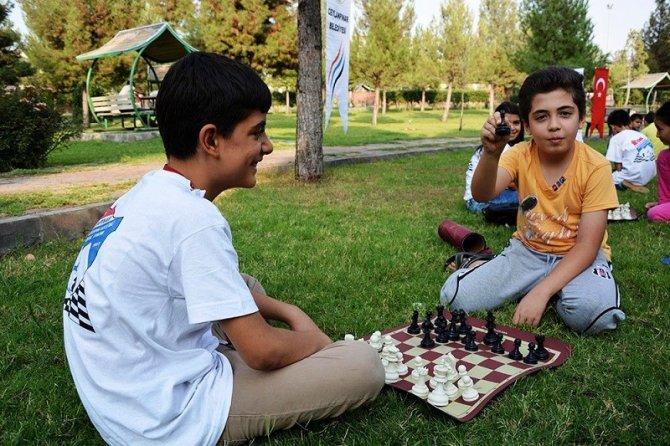 Parkta satranç keyfi