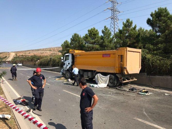 Tuzla'da kontrolden çıkan araç takla attı: 1 ölü, 2 yaralı