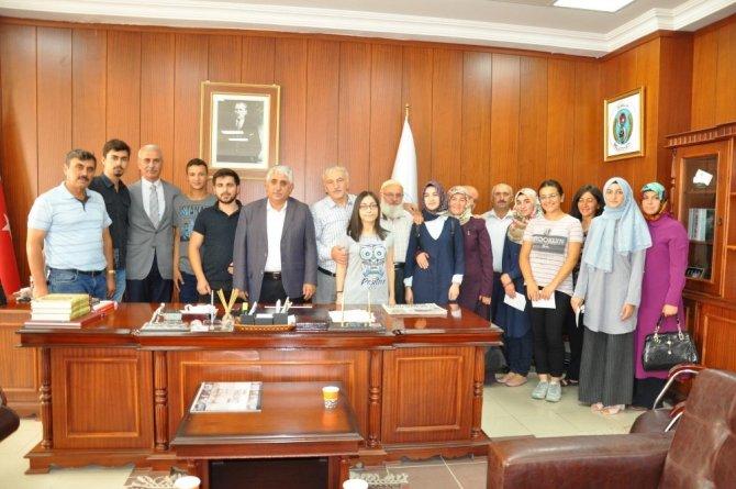 Başkan Şimşek YGS'de başarılı olan öğrencileri ödüllendirdi