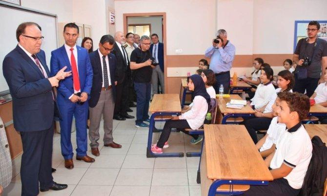 Afyonkarahisar'da 133 bin 100 öğrenci ve 8 bin 200 öğretmen ders başı yaptı
