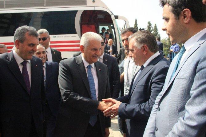 Başbakan Yıldırım AK Parti İl Başkanlığını ziyaret etti