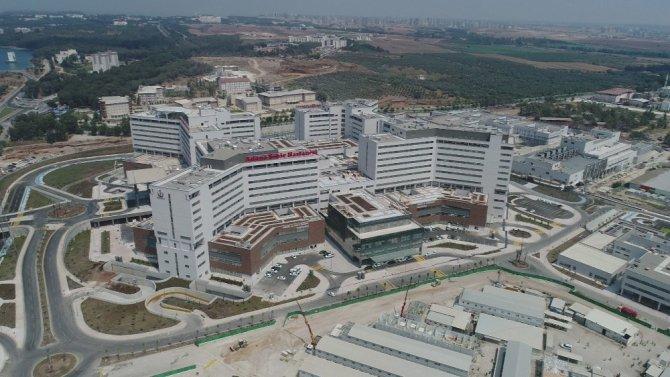 Adana Şehir Hastanesi hasta kabulüne başladı