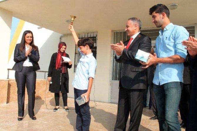 Şehit babasının adı verilen okulda, ilk ders zilini oğlu çaldı
