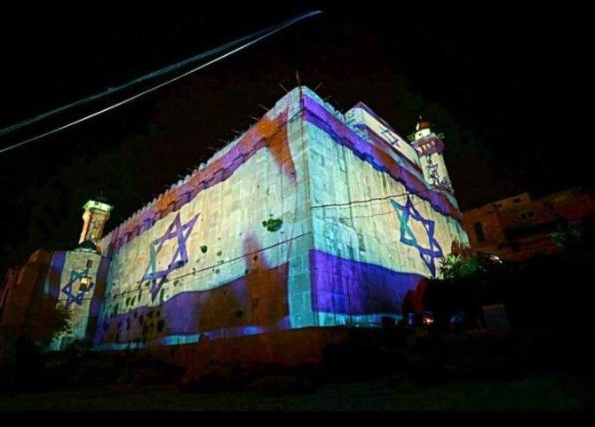 İsraillilerden, İbrahim Camisi'ne saygısızlık