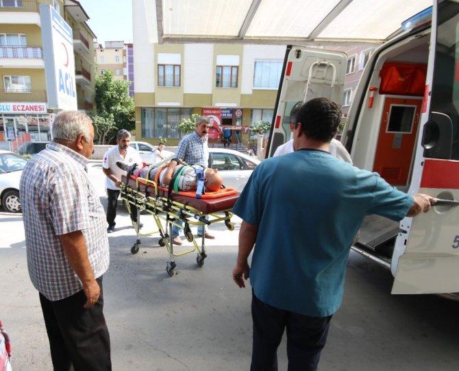 Kiremit değiştirirken çatıdan düşen usta yaralandı