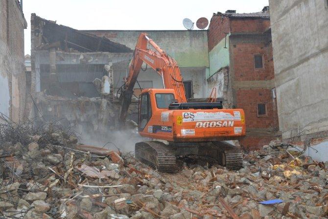Yıldırım'da 276 metruk bina yıkıldı
