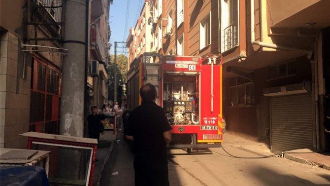 Bursa'da 6 katlı binanın çatı katında yangın çıktı