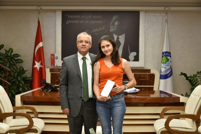 Salihli fakültesinin ilk öğrencisi Başkan Kayda'yla buluştu