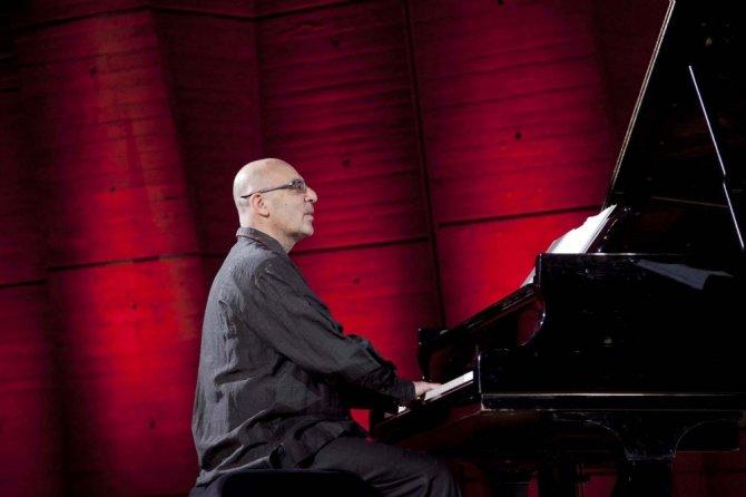 Çocuk felci hastalarına dünyaca ünlü piyanistten destek
