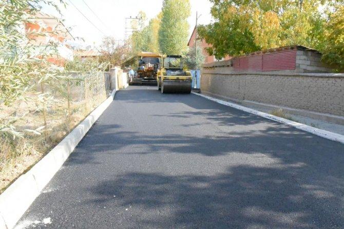 İpekyolu Belediyesi'nin yeni yol ve asfalt çalışmaları devam ediyor