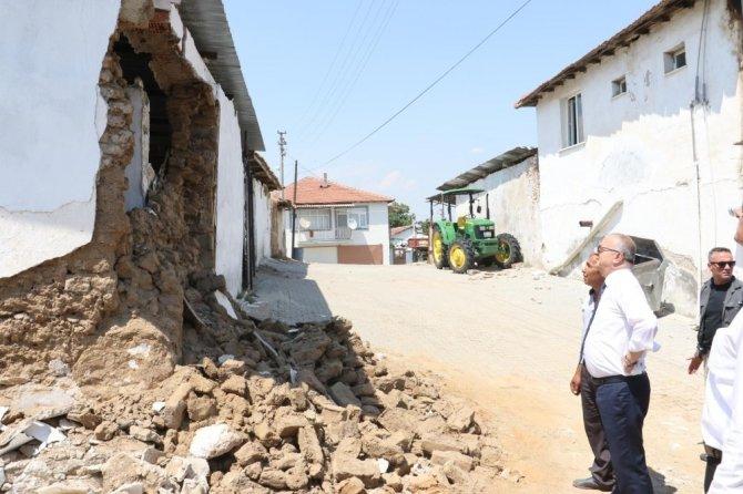 Manisa'da depremzedelere maddi destek