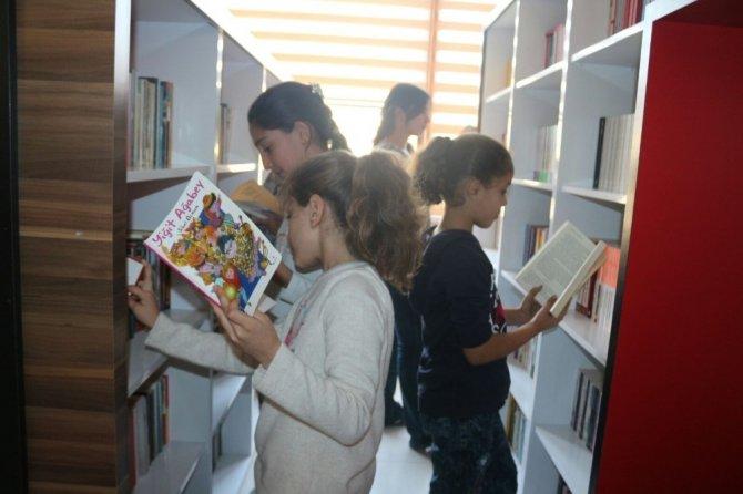 Hanili çocukların umutları kitaplarla büyüyor