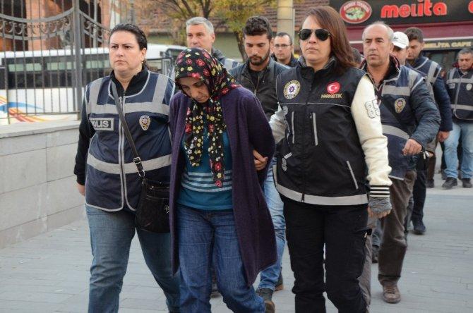 Uyuşturucu satıcısı 1'i kadın 13 kişi adliyeye sevk edildi