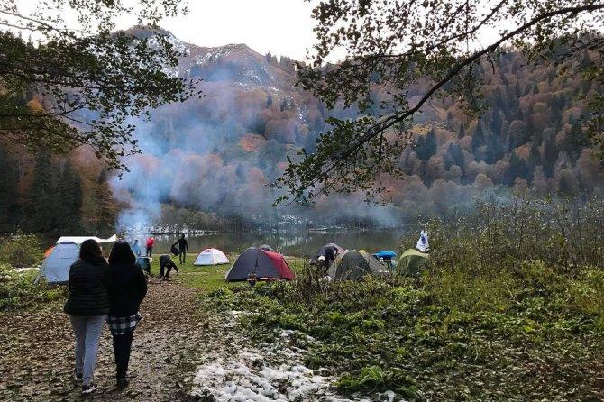 Gümüşhaneli dağcılar Karagöl'de kamp kurdu