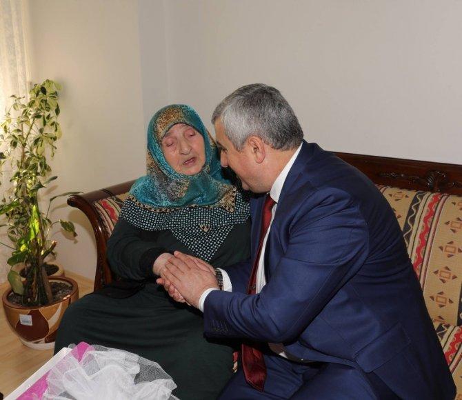 Başkan Baran yaşlıları ziyaret etti