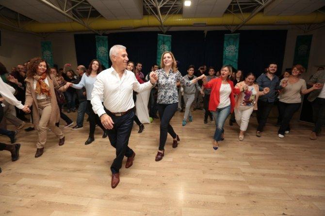 """Nilüfer Halk Dansları Topluluğu yeni sezona """"merhaba"""" dedi"""