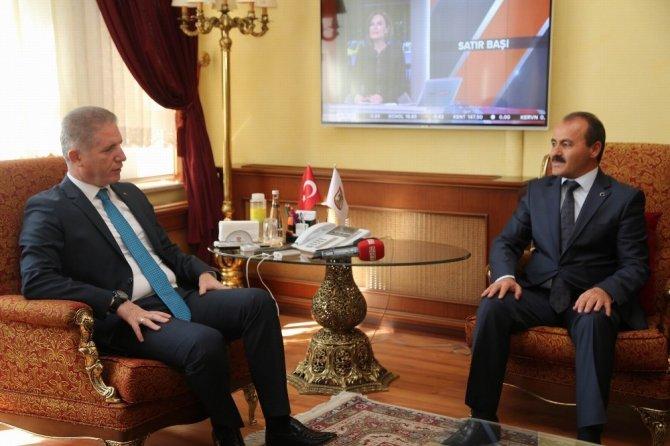 """Vali Gül, """"PTT Milli Mücadele'ye ciddi katkılar sağladı"""""""