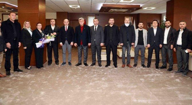"""Başkan Karaosmanoğlu, """"Gençliğini ihmal edenlerin geleceği olmaz"""""""