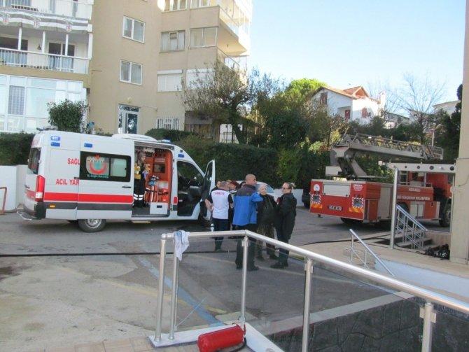 10 katlı binada yangın çıktı mahsur kalanları itfaiye merdivenle kurtardı