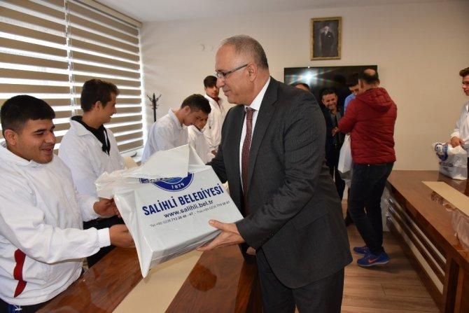 Başkan Kayda, Türkiye şampiyonlarını ödüllendirdi