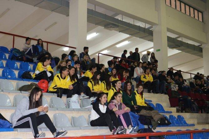 Üniversitelerarası Voleybol müsabakalarında 4 takım 1. Lige yükseldi