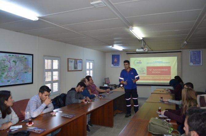 AFAD gönüllüsü aday öğrencilerine 'O Kahraman Benim' eğitimi