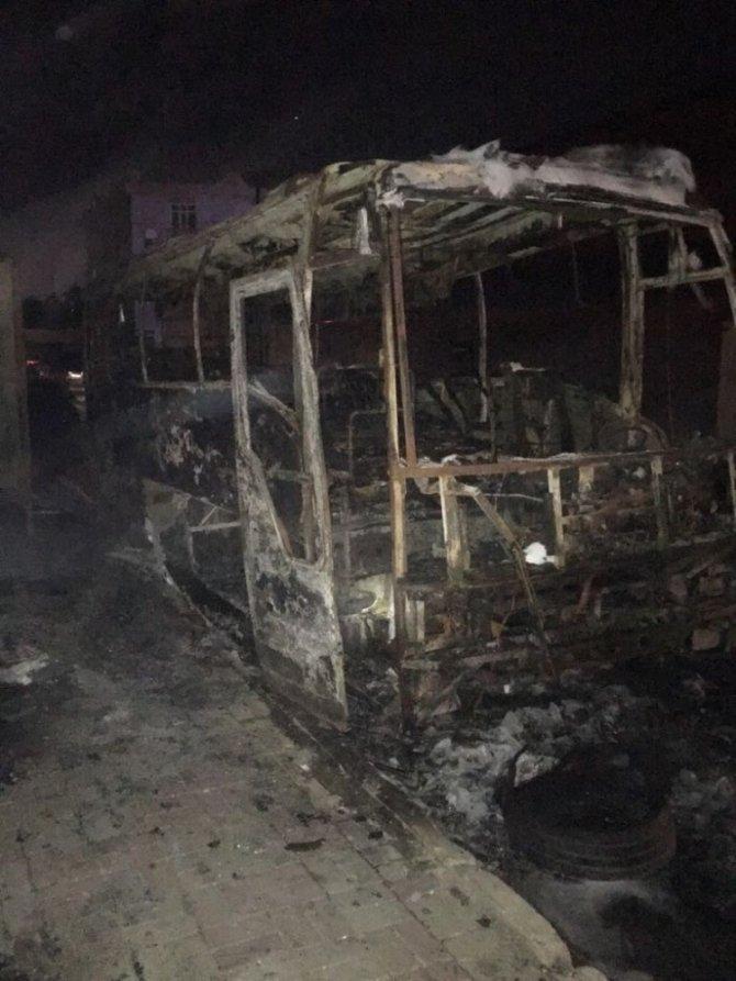 Büyükçekmece'de otobüs alev alev yandı