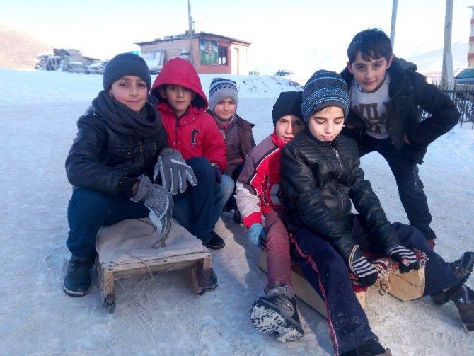Erzurum'da çocukların kızak keyfi